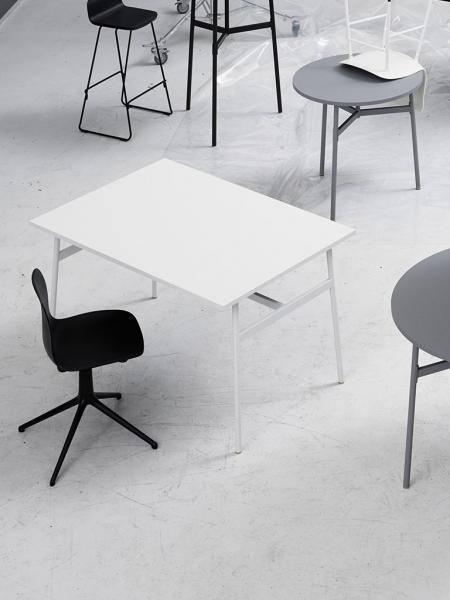 Form Chair Swivel 4L Alu Full Upholstery čalúnená stolička s centrálnou podnožou