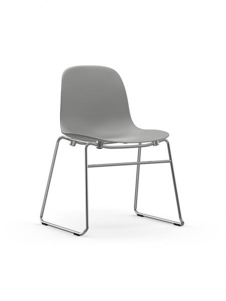 Form Chair Stacking Chrome stohovateľná stolička s lyžinovou podnožou