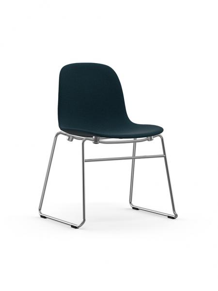 Form Chair Stacking Full Upholstery čalúnená stolička s lyžinovou podnožou