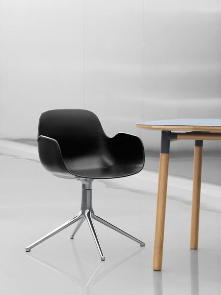 Form Armchair Swivel 4L Alu stolička s centrálnou podnožou
