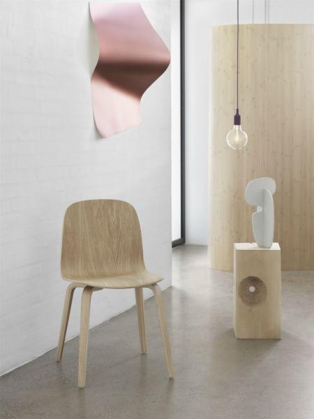 VISU stolička, drevená podnož