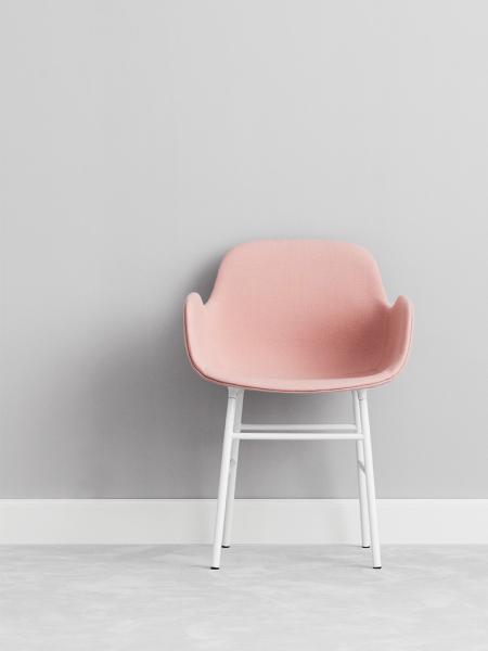 Form Armchair Brass stolička