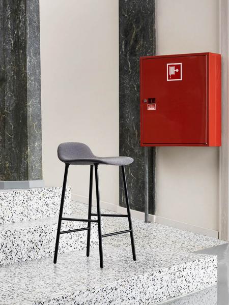 Form Barstool 65cm Steel Full Upholstery čalúnená barová stolička nízka