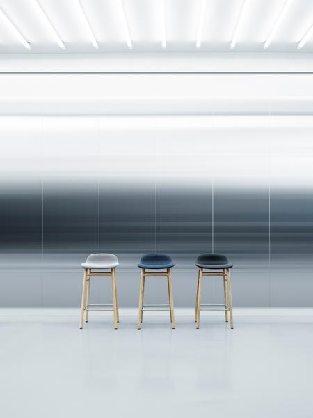 Form Barstool 65cm Wood Full Upholstery čalúnená barová stolička nízka
